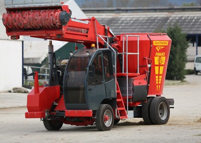 Self Propelled Mixer Feeder